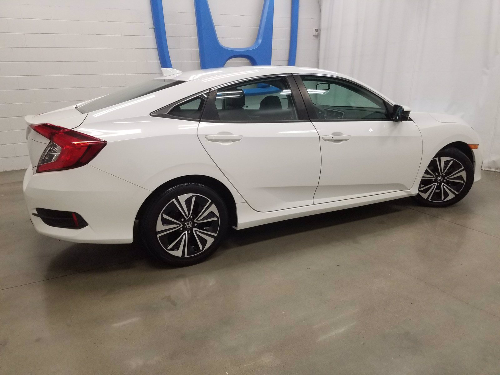 Pre-Owned 2017 Honda Civic Sedan EXL