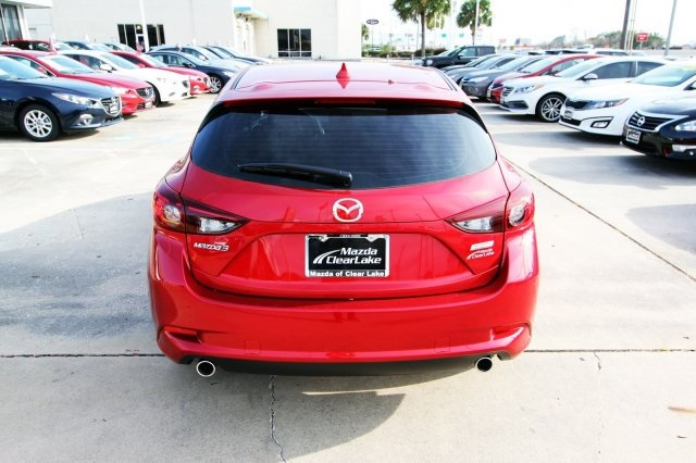 New 2018 Mazda3 Touring w/***BOSE/SUNROOF/SATELLITE RADIO PACKAGE***