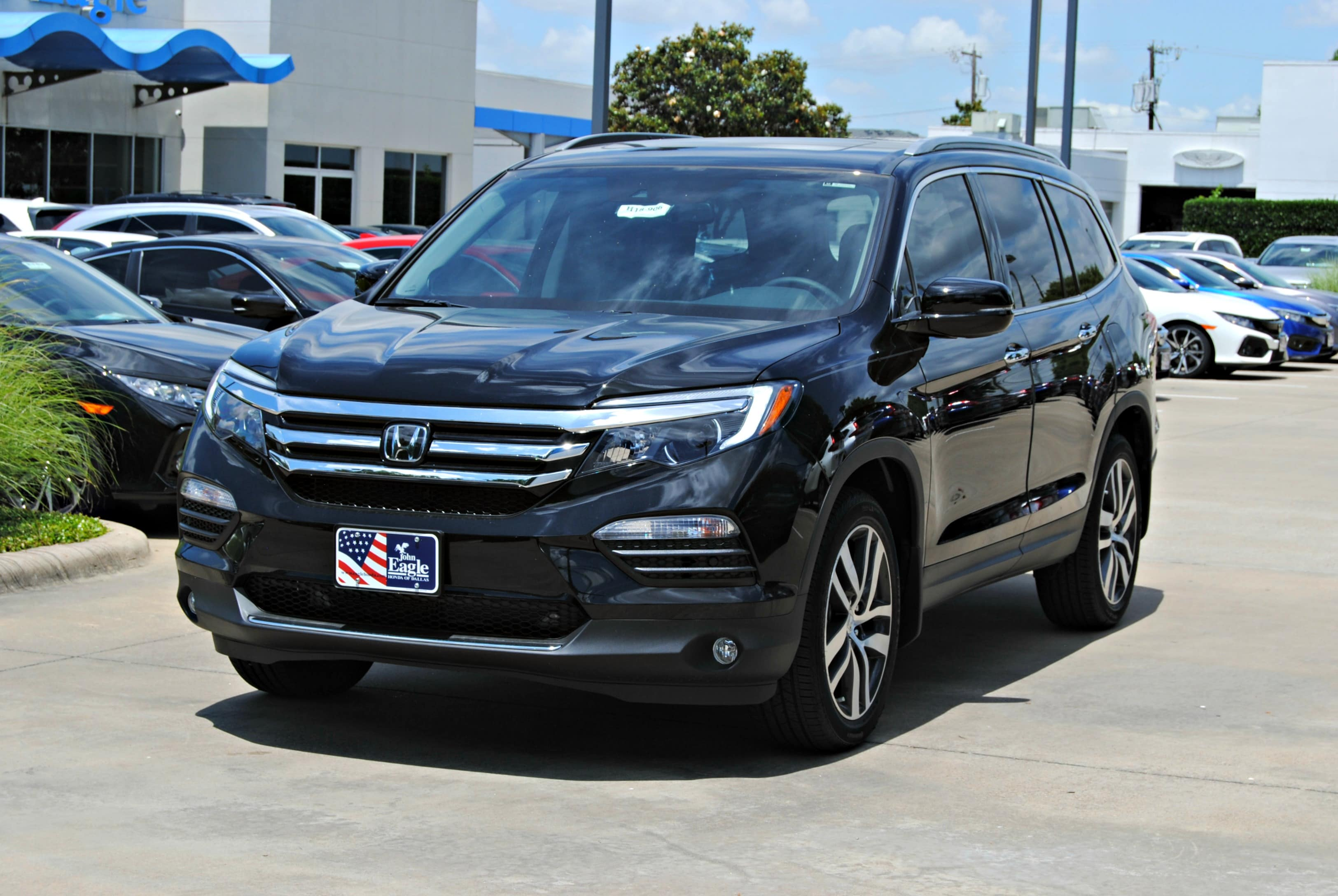 New 2018 Honda Pilot Touring FWD